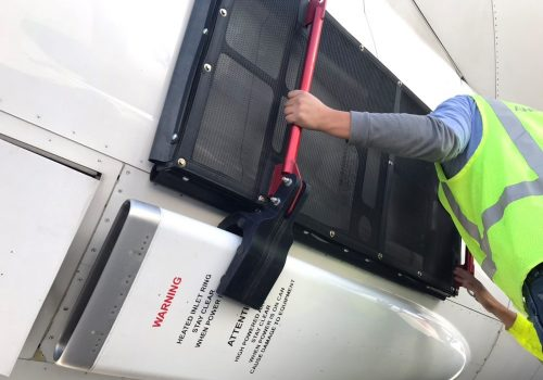 D._Aeromexico_Boeing_plane_prevent_install
